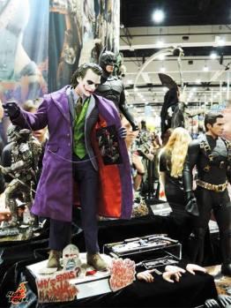 SDCC 2017 new Hot Toys 1/4 The Dark Knight Joker