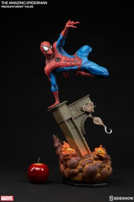 marvel-the-amazing-spider-man-premium-format-scale
