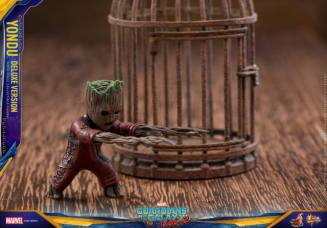 Hot Toys Guardians of the Galaxy Vol. 2 Yondu figure - Baby Groot Ravager