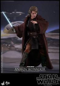 Hot Toys Revenge of the Sith Anakin Skywalker - preparing to strike