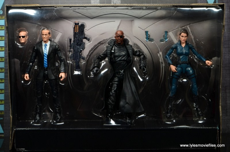 Marvel Legends Avengers Initative figure review -figures in tray