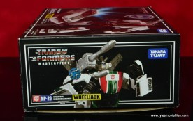 Transformers Masterpiece Wheeljack figure review -side panel bot