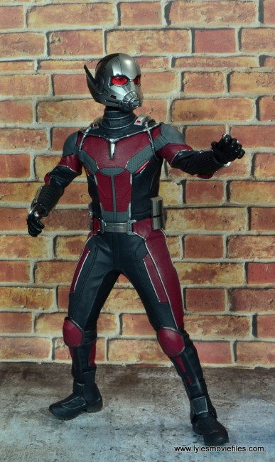 hot toys captain america civil war ant-man figure review -reaching out