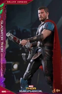 Hot Toys Gladiator Thor figure - aiming rifle