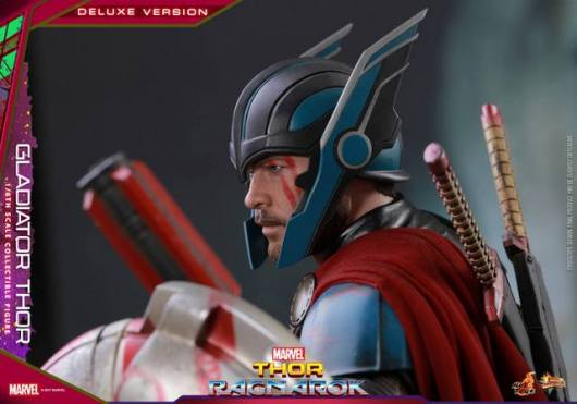 Hot Toys Gladiator Thor figure -side shot
