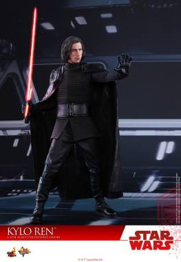 Hot Toys The Last Jedi Kylo Ren -using the force