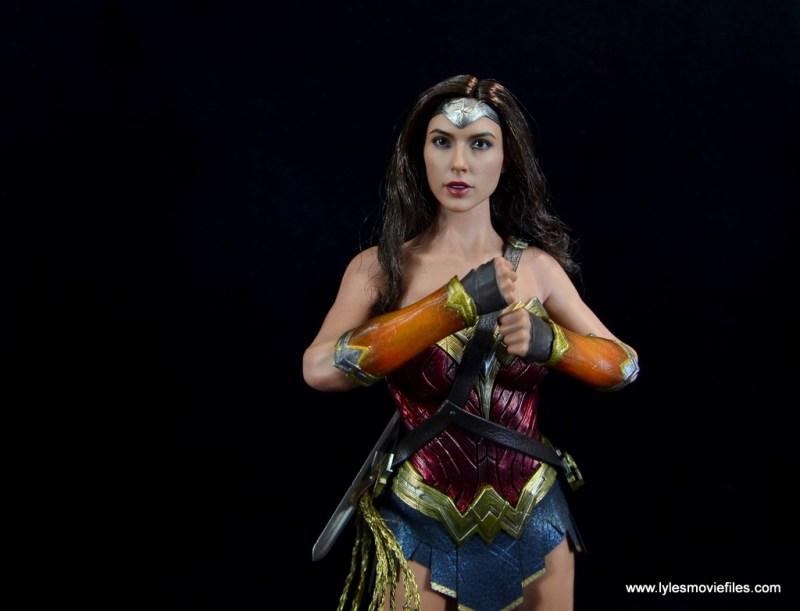 Hot Toys Wonder Woman figure review -bracelets blocked
