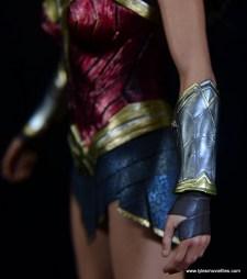 Hot Toys Wonder Woman figure review -bracelets detail