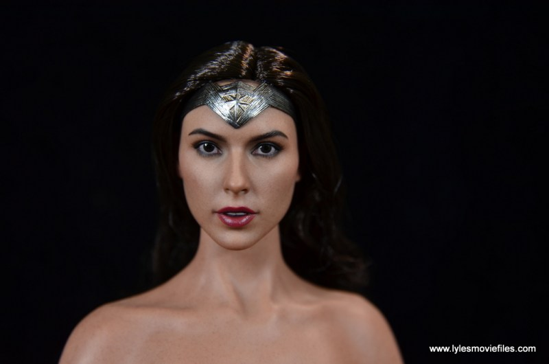Hot Toys Wonder Woman figure review -face close up