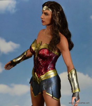 Hot Toys Wonder Woman figure review -flying