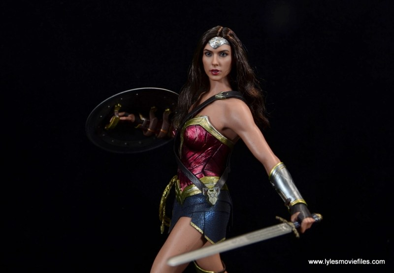 Hot Toys Wonder Woman figure review -main pic alternate