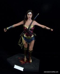Hot Toys Wonder Woman figure review -on stand