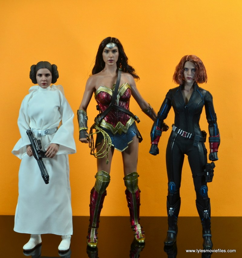 Hot Toys Wonder Woman figure review -scale with Princess Leia and Black Widow