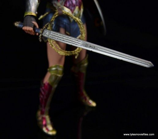 Hot Toys Wonder Woman figure review -sword detail