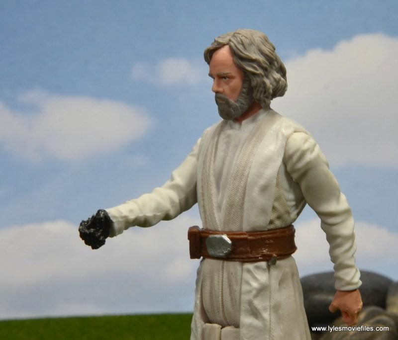 Star Wars The Last Jedi Master Luke Skywalker figure review - hand and lightsaber clasp