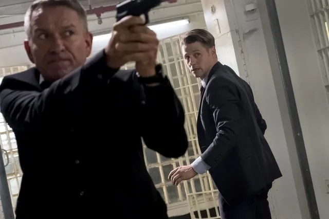 Gotham - The Blade's Path review - Alfred and Gordon