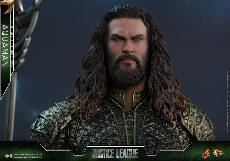 Hot Toys Aquaman figure - wide heat shot