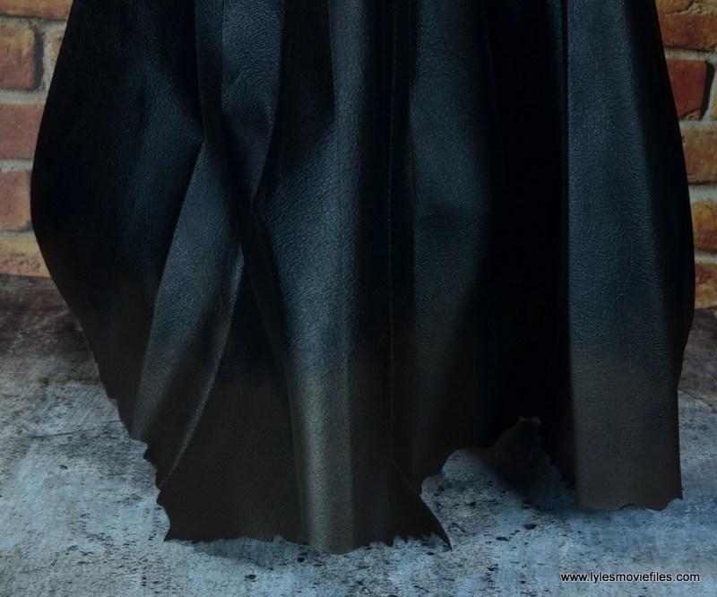 Hot Toys Batman v Superman Batman figure review - dusty cape