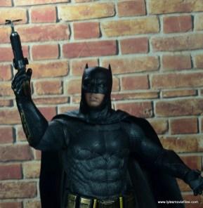 Hot Toys Batman v Superman Batman figure review -grapple hook