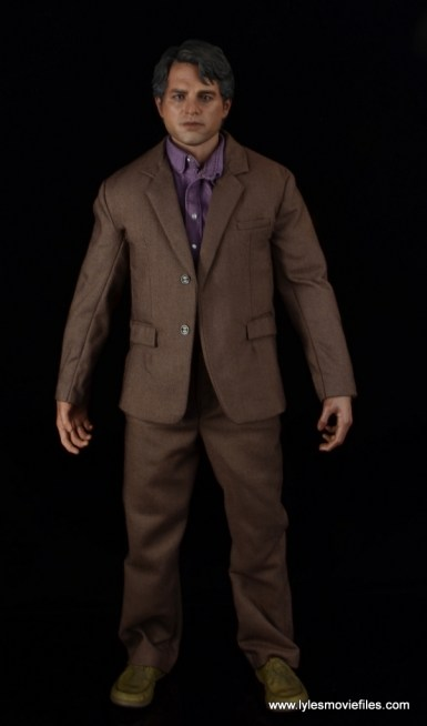 Hot Toys Bruce Banner figure review -front with jacket