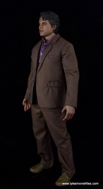 Hot Toys Bruce Banner figure review -left side