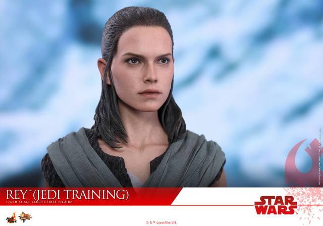 Hot Toys The Last Jedi Rey Jedi Training figure -close up face