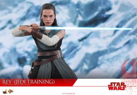 Hot Toys The Last Jedi Rey Jedi Training figure - in snow