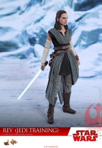 Hot Toys The Last Jedi Rey Jedi Training figure -standing
