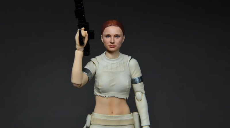 SH Figuarts Padme figure review - with blaster up