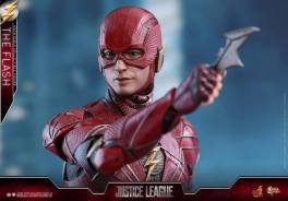 Hot Toys Justice League The Flash figure - catching Batarang