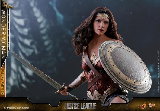 Hot Toys Justice League Wonder Woman figure -battle ready