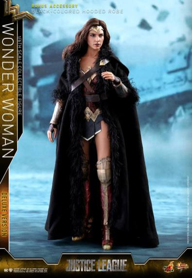 Hot Toys Justice League Wonder Woman figure -robe on