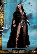 Hot Toys Justice League Wonder Woman figure - with robe