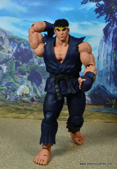 Storm Collectibles Street Fighter V Ryu figure review - ready to walk off