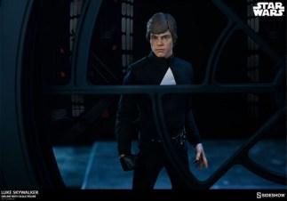 star-wars-luke-skywalker-sixth-scale-figure-sideshow-final duel looking outside death star