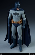 dc-comics-sideshow batman-figure-looking down
