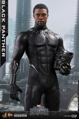 hot toys black panther figure - holding helmet