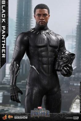 hot toys black panther figure - holding helmet