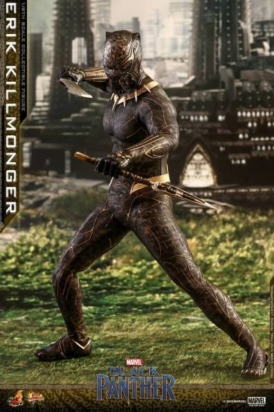 hot toys erik killmonger figure -clutching weapons