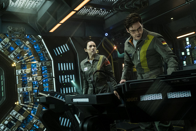 the cloverfield paradox review - ziyi zhang and daniel bruhl