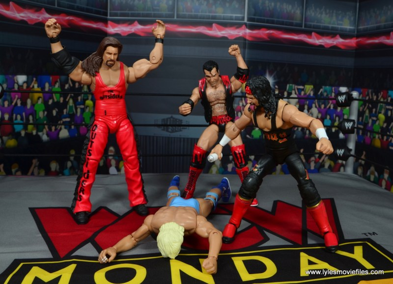 wwe elite flashback series syxx figure review - spray painting ric flair while outsiders cheer