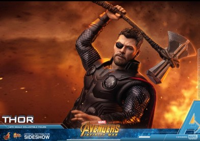 Hot Toys Avengers Infinity War Thor figure With stormbreaker