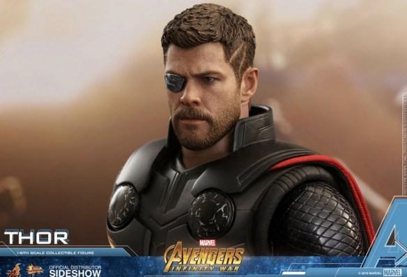 Hot Toys Avengers Infinity War Thor figure profile