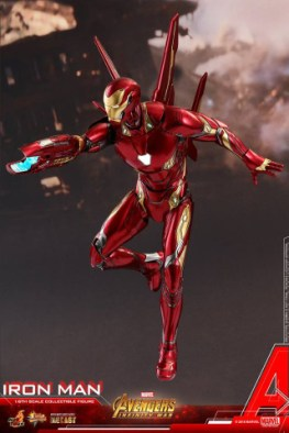 hot toys avengers infinity war iron man figure -aiming with wings out