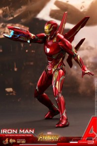 hot toys avengers infinity war iron man figure -on ground with hand cannon