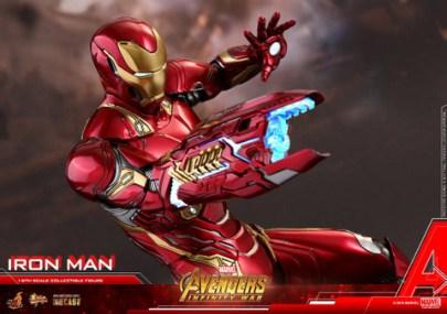 hot toys avengers infinty war iron man figure -blaster close up