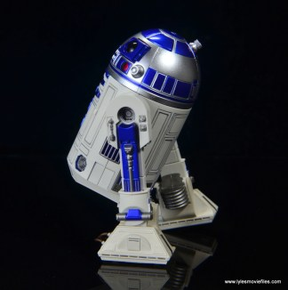 sh figuarts r2d2 figure review - boosters attached
