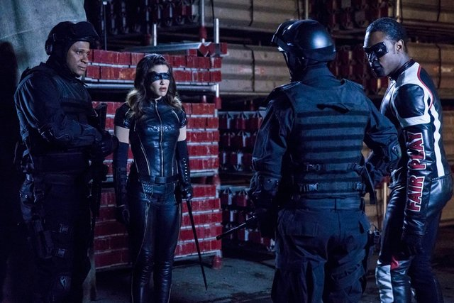 arrow shifting allegiances -diggle, black canary and mr terrific