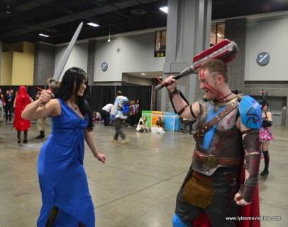 awesome con 2018 cosplay -wonder woman diana and thor ragnarok