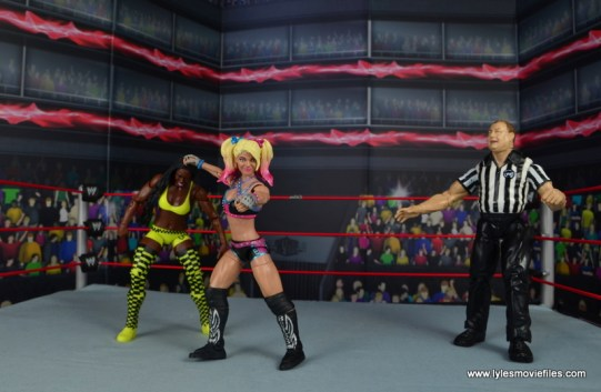 wwe elite 53 alexa bliss figure review -dragging naomi